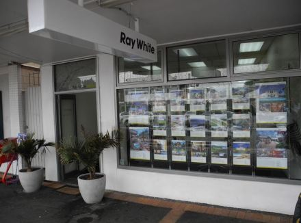 Raywhite Auckland homes with Wayne Maguire in Mission Bay